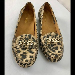 Vionic Mesa Leopard Loafers Size 7.5 Flats Shoes